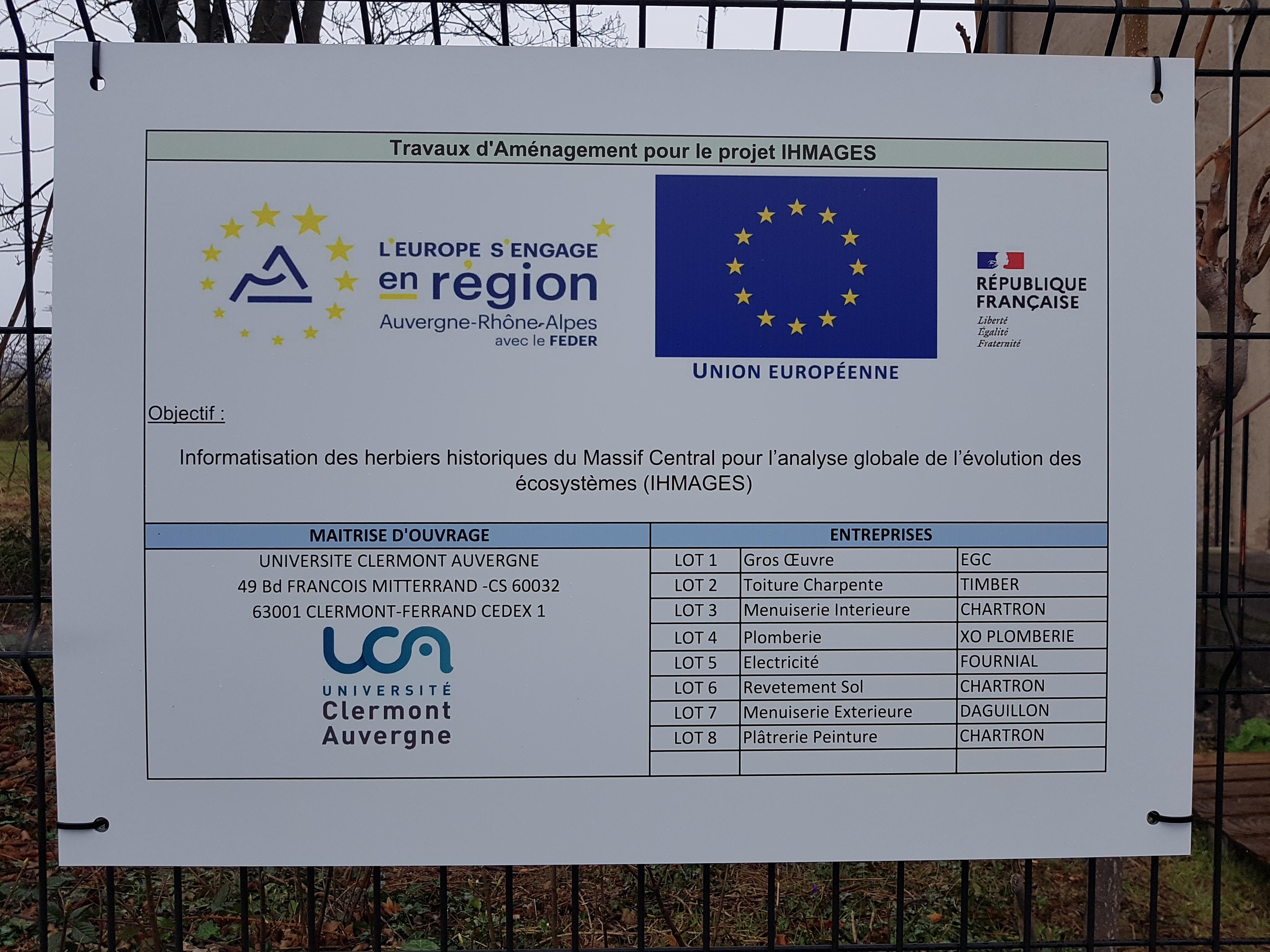 panneau de travaux au bâtiment des herbiers CLF du campus des Cézeaux
